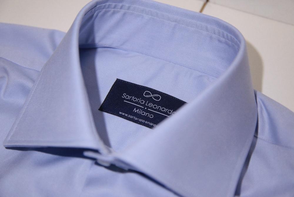 Colletto camicia azzurra sartoria Leonardo